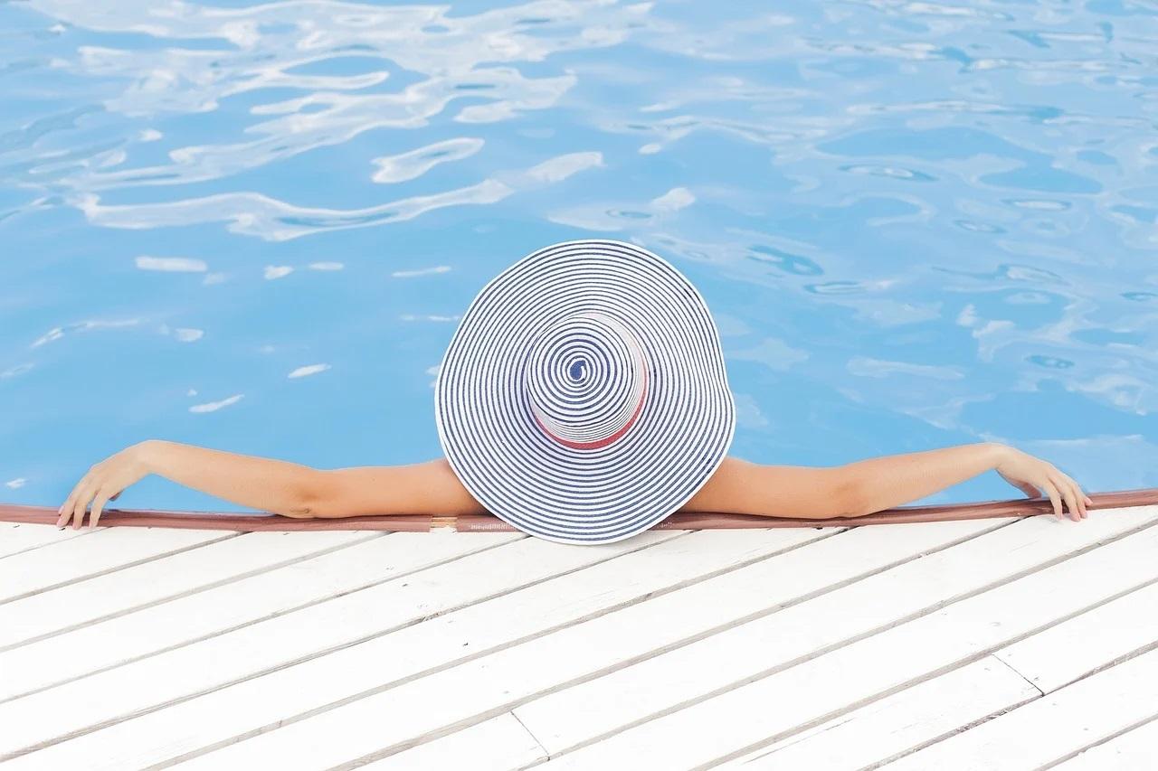 Klídek u bazénu