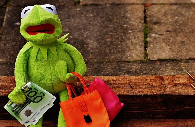 žába nakupuje