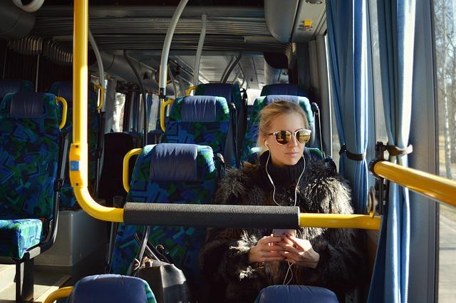 blondýna v autobusu